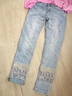 Coole Hose Jeans Stickerei schöne Waschung etwas destroyed 127c29b6a0