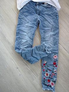 Coole Hose Jeans Blumen Stickerei schöne Waschung neue Kollektion ee87baa32c